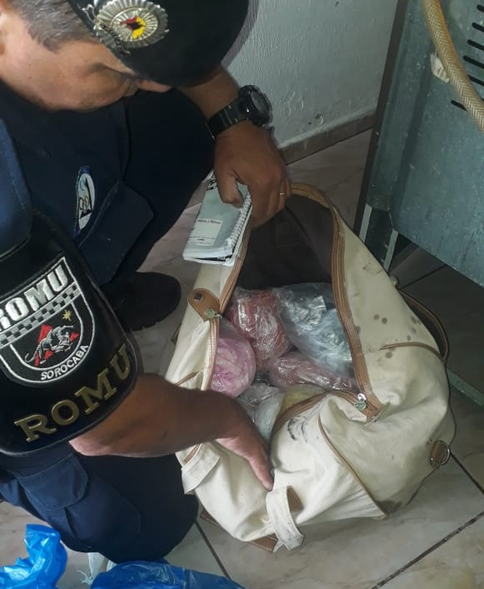 Drogas foram encontradas dentro de um fogão em Sorocaba — Foto: Divulgação/Guarda Civil Municipal
