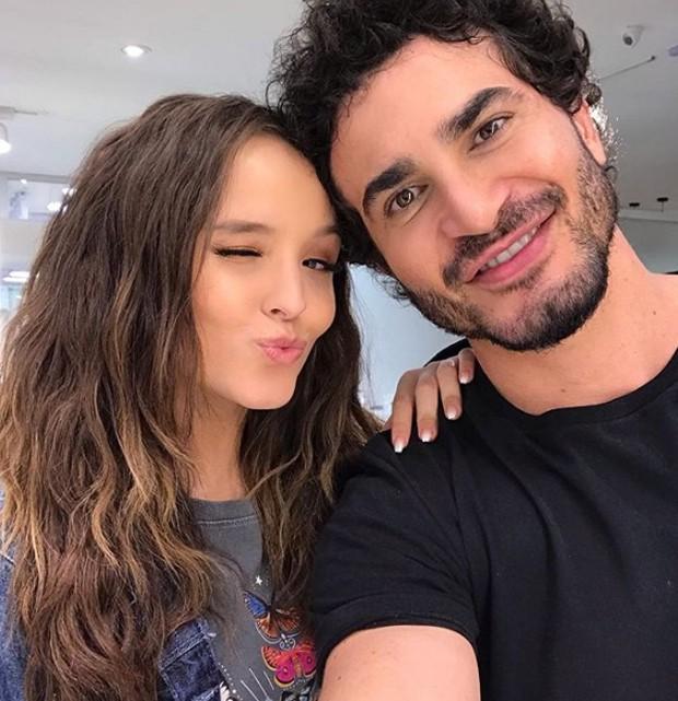João Bosco, hairstylist do salão 1838 Jardim América, e Larissa Manoela (Foto: Reprodução / Instagram )