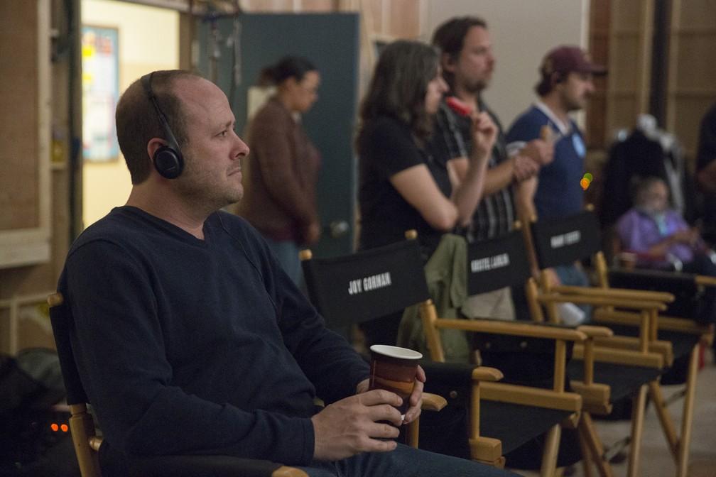 -  Jay Asher durante gravação de   39;13 reasons why  39;  Foto: Beth Dubber/Netflix