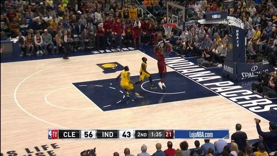 2º quarto - LeBron recebe bom passe de Green e faz mais dois pontos