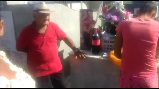 Viúvo faz festa de aniversário para esposa falecida em cemitério de União dos Palmares, AL; VÍDEO
