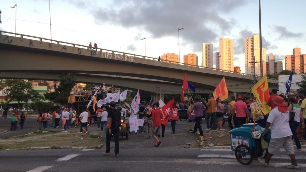 Manifestantes fazem protestos no Rio Grande do Norte contra reforma trabalhista; 10 de novembro de 2017 (Foto: Heloísa Guimarães/Inter TV Cabugi)