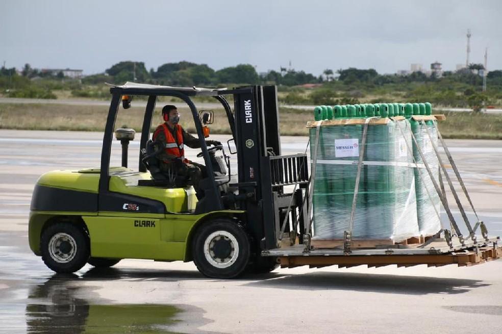 Os insumos chegam em Sinop às 10h30 e às 12h30, em aeronaves da Força Aérea Brasileira (FAB) — Foto: Governo Federal