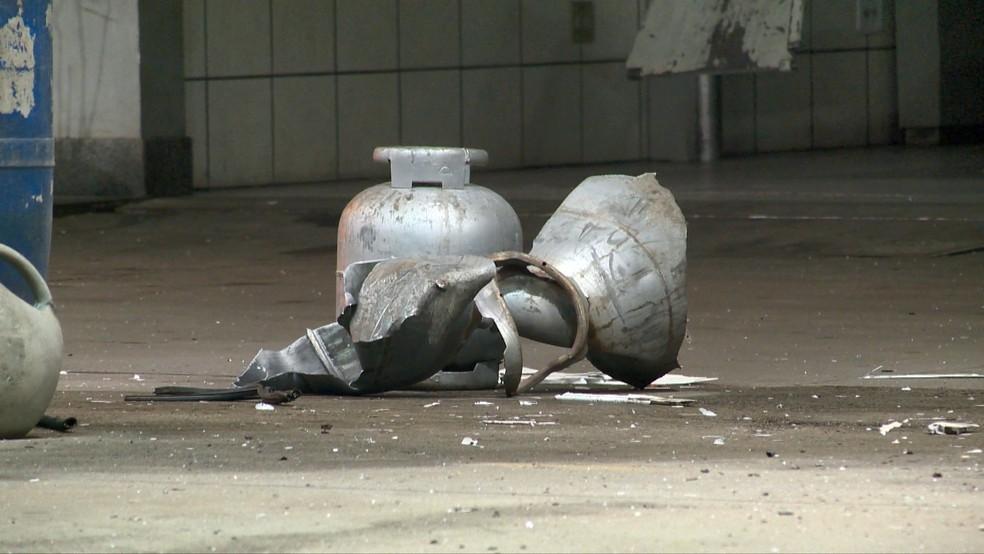 Carro adaptado com botijões de gás de cozinha explode em posto de  combustíveis de Vila Velha | Kennedy em Dia