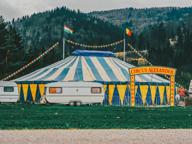"""Eu, leitora: """"Vivi um amor de circo na Europa"""" (Foto:  Ciocan Ciprian on Unsplash)"""