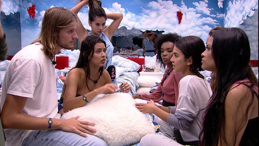 Sisters conversam com Daniel e Ivy no Quarto Céu — Foto: Globo