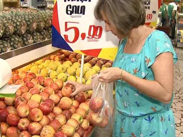 Legumes, verduras e frutas estão mais baratos e com melhor qualidade (Foto: Felipe Lazzarotto/ EPTV)