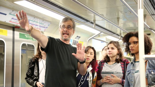 Veja os bastidores da cena do metrô em vídeo e fotos exclusivas