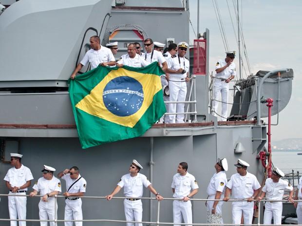 A fragata brasileira União, da Marinha, chegou ao porto do Rio de Janeiro neste sábado (7), após missão de nove meses no Líbano.  O grupo participou da Missão de Paz das Organizações das Nações Unidas (ONU) naquele país. (Foto: Rudy Trindade / Frame / AE)