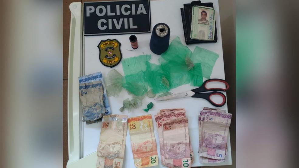 Materiais encontrados na residência do jovem foram apresentados à UIPP de Mojuí dos Campos — Foto: Polícia Civil/Divulgação