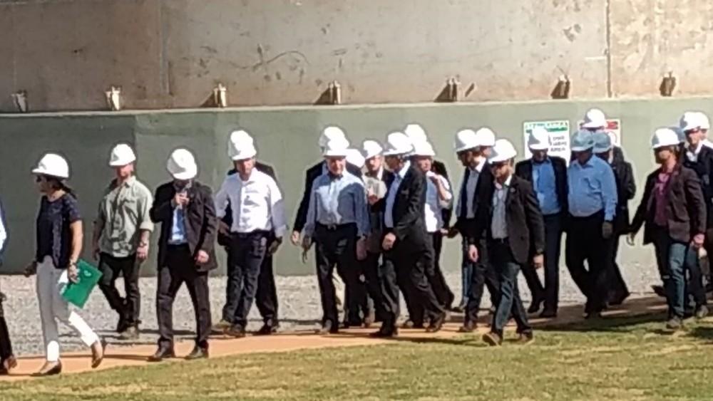 Temer conheceu as instalações de usina antes da cerimônia de inauguração (Foto: Maryuska Pavão/ Cenário MT)