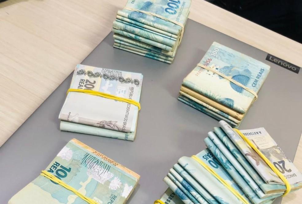 Dinheiro apreendido pela Polícia Civil em operação contra fraude em cartões de crédito em Indaiatuba — Foto: Polícia Civil/Divulgação