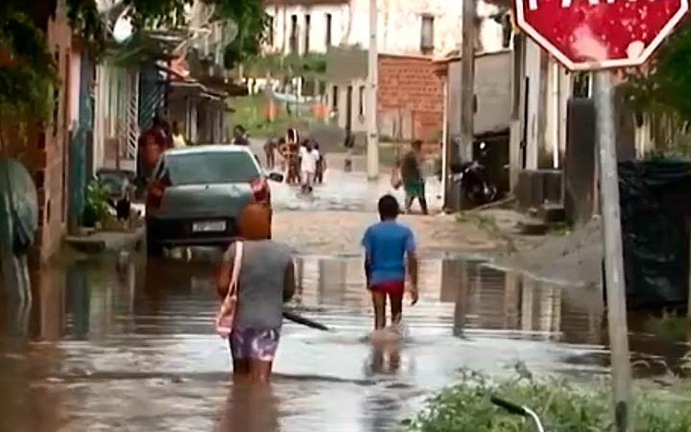 Chuva em Itajuípe, no sul da Bahia — Foto: Reprodução/TV Santa Cruz