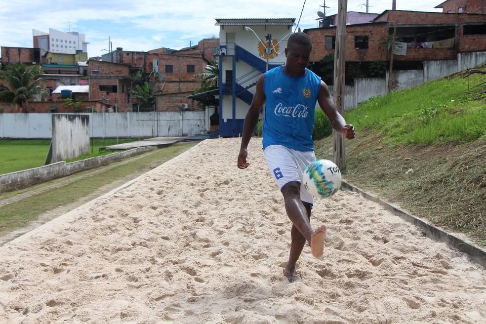 Jeferson Siqueira marcou o gol de honra do Nacional contra o Real (Foto: Rebeca Suanam/NacionalFC)