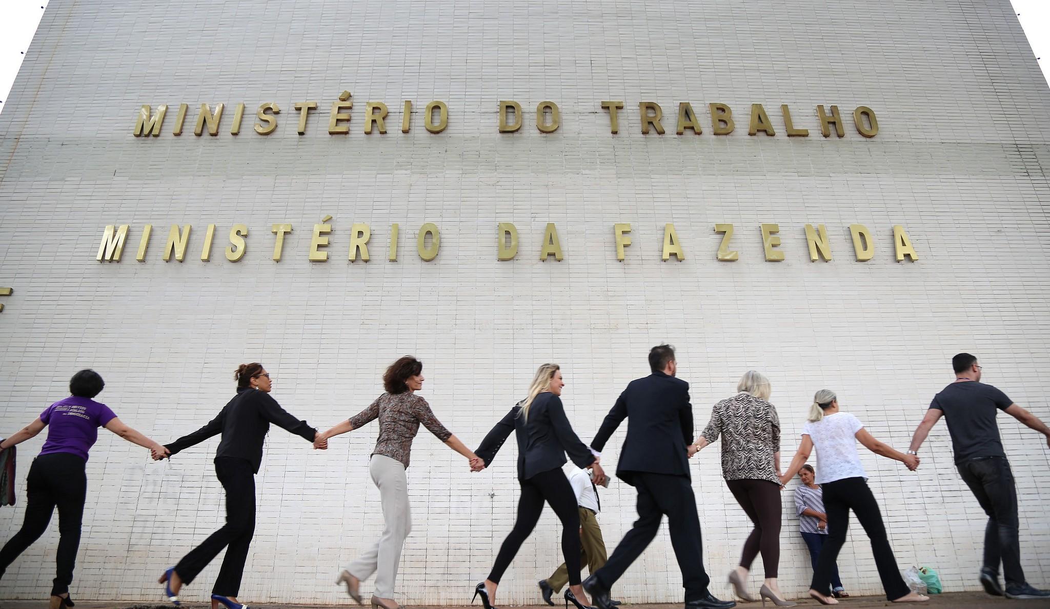 Servidores fazem manifestação em defesa da permanência do Ministério do Trabalho, na tarde de 8/11/18 (Foto:  Edu Andrade/ASCOM/Ministério do Trabalho)