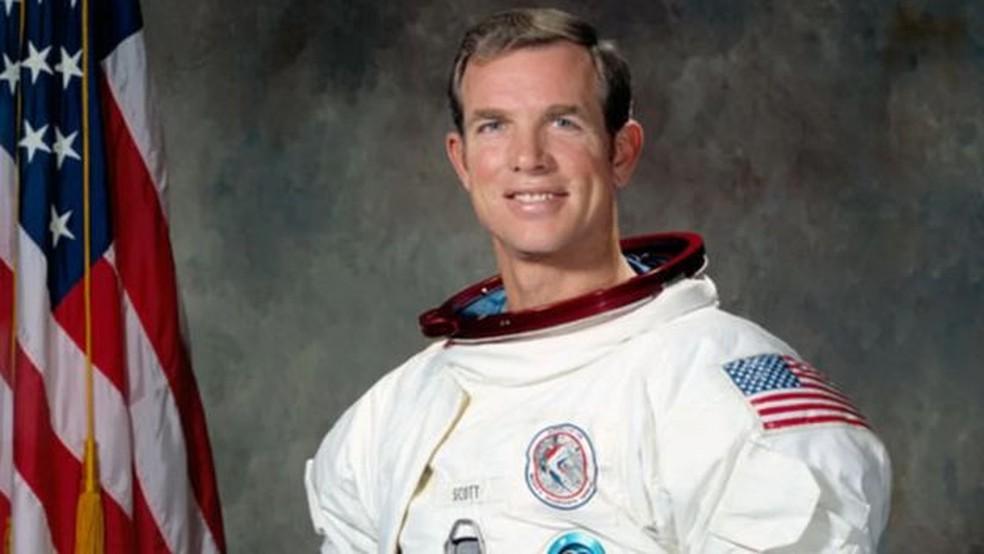 David Scott disse que apenas um artista ou um poeta poderiam transmitir a verdadeira beleza do espaço (Foto: NASA)