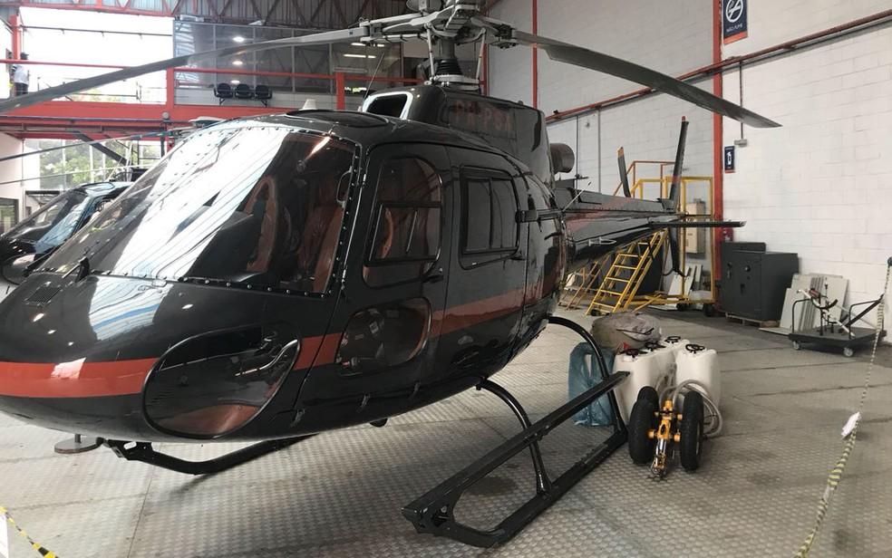Helicóptero apreendido é periciado (Foto: Divulgação)