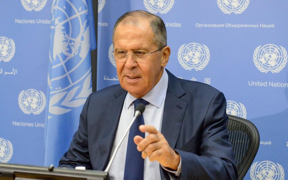 O chanceler russo Sergey Lavrov durante entrevista coletiva na sede da ONU, em Nova York, na sexta-feira (22) (Foto: Reuters/Stephanie Keith)
