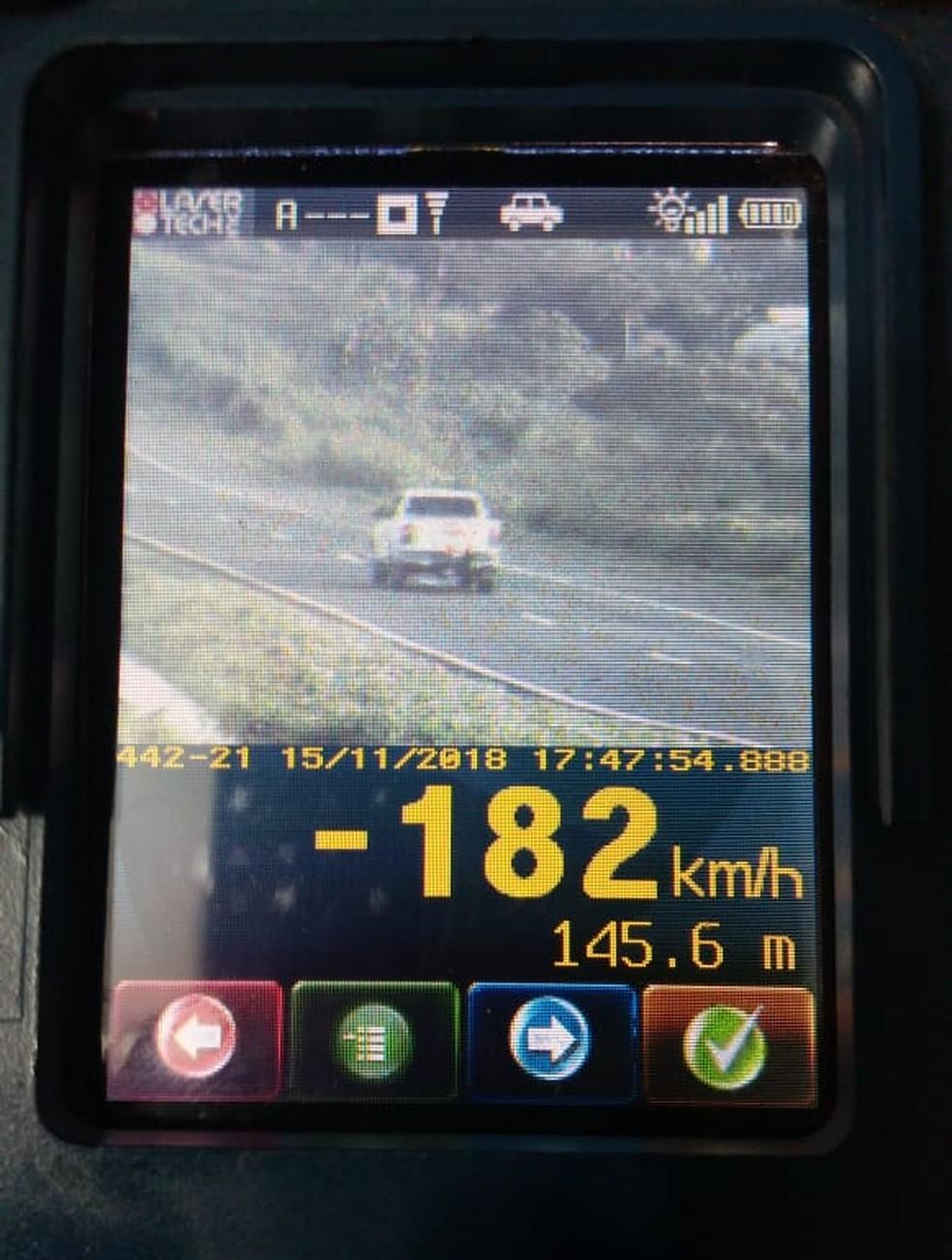 Veículo foi flagrado a 182 km/h na BR-364 em MT — Foto: PRF/Divulgação