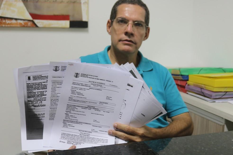 Morador exibe diversas queixas registradas contra causado por bar da Zona Leste de Teresina  — Foto: Gilcilene Araújo/G1
