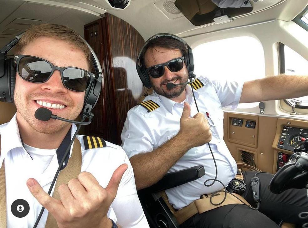 Piloto Celso Elias Carloni e o copiloto Giovanni Gullo — Foto: Reprodução/Redes sociais