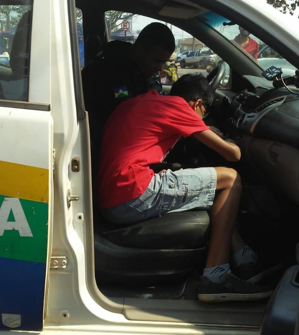 Mãe diz que policial mostrou toda viatura por dentro — Foto: Arquivo Pessoal