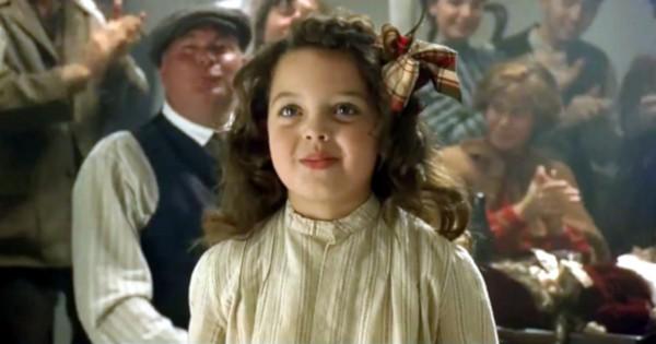 Alex Owens-Sarno, aos 8 anos, em cena de Titanic (1997) (Foto: Reprodução)