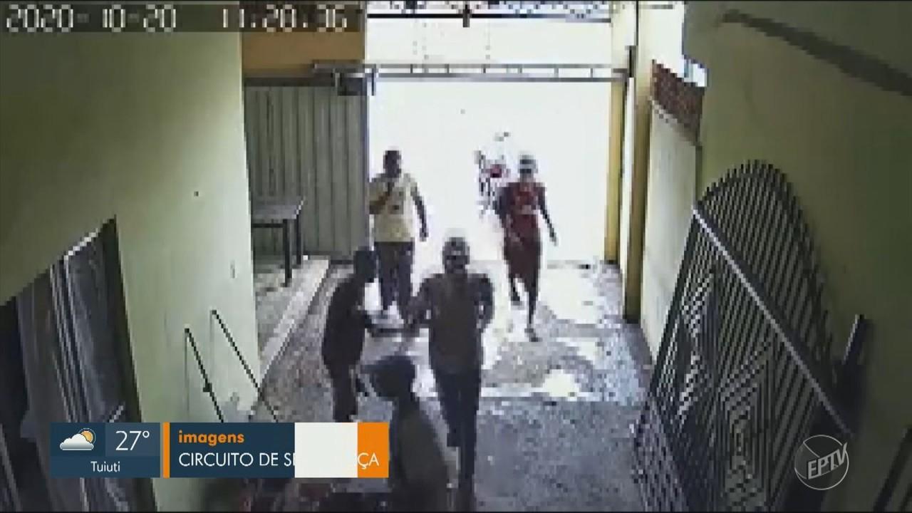 Câmeras de segurança registram três roubos na mesma semana, em bairro de Campinas
