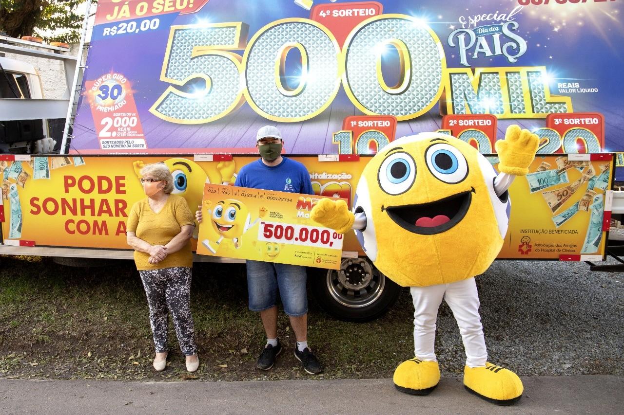 Jovem de 29 anos ganha sozinho prêmio de R$ 500 mil na Megamania