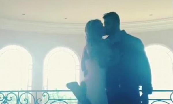 A cantora Britney Spears com o namorado, o modelo e dançarino Sam Asghari (Foto: Instagram)