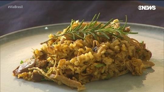 Aprenda a fazer uma galinhada integral com shitake e arroz