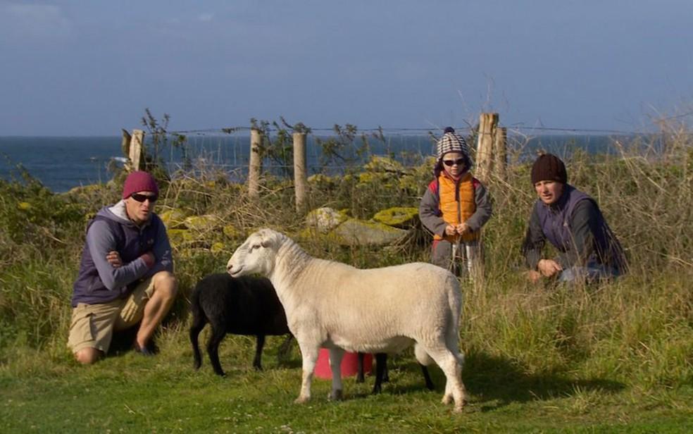 Na década que passaram na ilha, David e Soizic Cuisnier tiveram dois filhos (Foto: BBC)