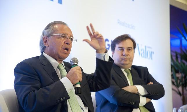 O ministro da Economia, Paulo Guedes, e o presidente da Câmara, Rodrigo Maia em evento em abril de 2019