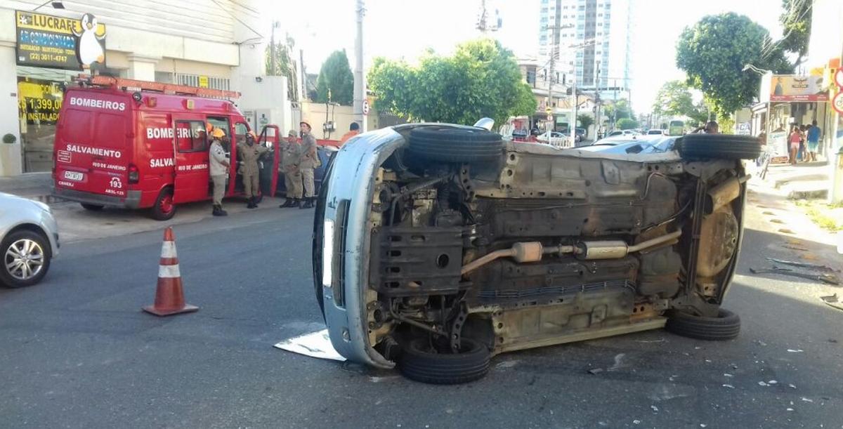 Três pessoas ficam feridas em colisão em Campos, no RJ