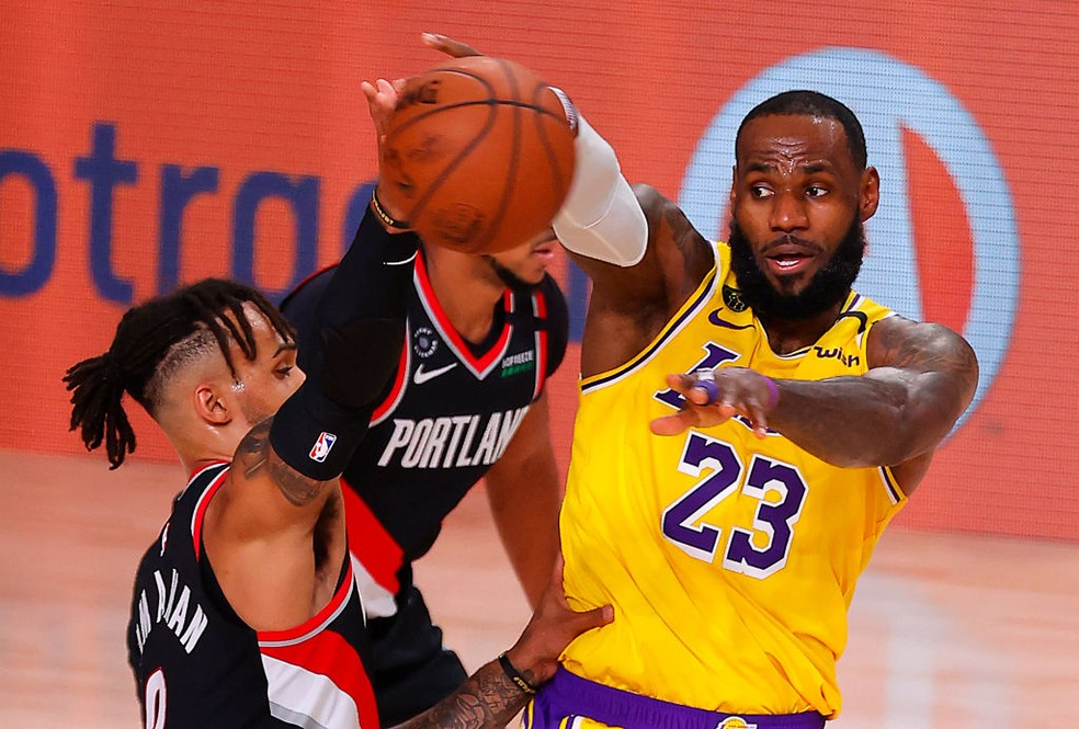 LeBron James - Los Angeles Lakers x Portland Trail Blazers — Foto: Mike Ehrmann/Getty Images