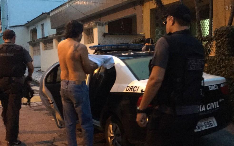 Polícia prendeu Manuel de Oliveira Menezes, presidente da Young Flu (Foto: Fernanda Rouvenat / G1)