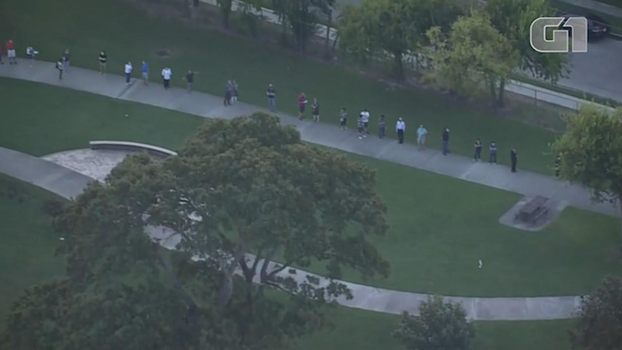 Americanos enfrentam horas em filas para votação antecipada