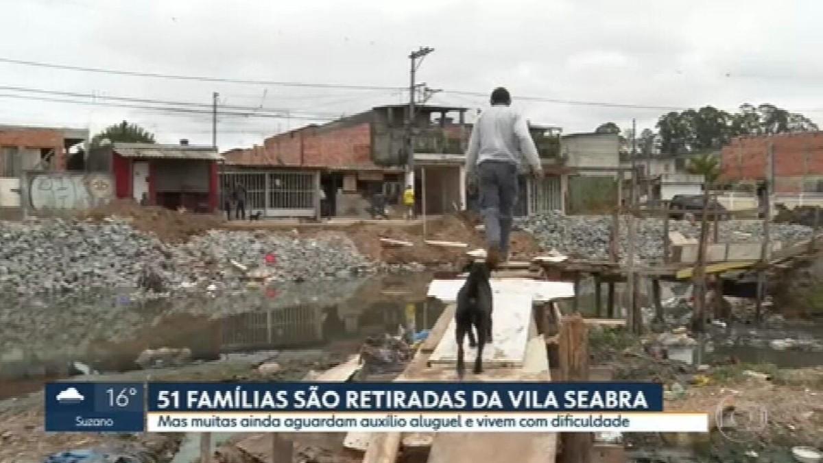 Mais de 50 famílias da Vila Seabra, extremo Leste de SP, são removidas pela Prefeitura após usarem 'teto' de carro para atravessar rio