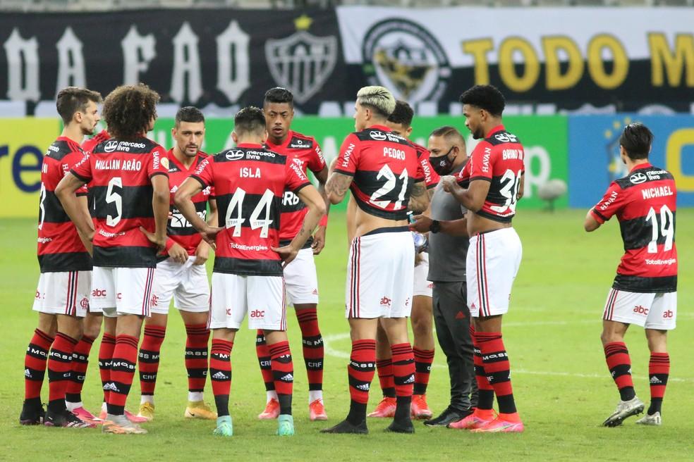 Time do Flamengo contra o Atlético-MG — Foto: Fernando Moreno/AGIF