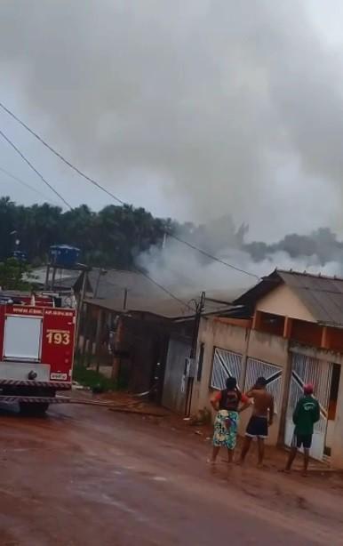 Incêndio destrói parte de casa em alvenaria na Zona Norte de Macapá