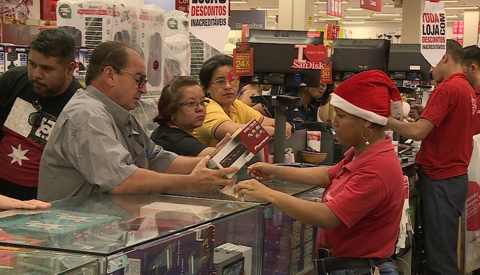 Lojas de shoppings funcionam em horários diferenciados antes e durante o Natal em 2018 — Foto: Reprodução/TV Globo