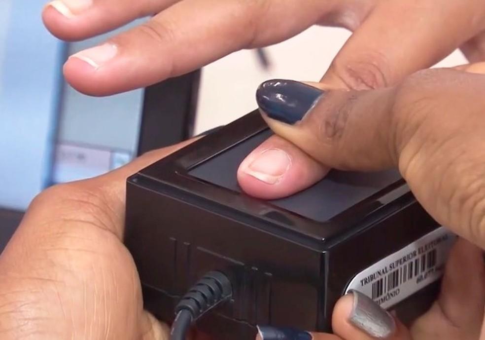 Estagiários selecionados vão atuar na biometria dos cartórios eleitorais do Grande Recife e do interior do estado (Foto: Reprodução/TV Santa Cruz)