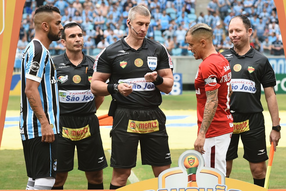 Maicon explicou reunião com D'Alessandro após o Gre-Nal do Gauchão (Foto: Wesley Santos/Agência PressDigital)