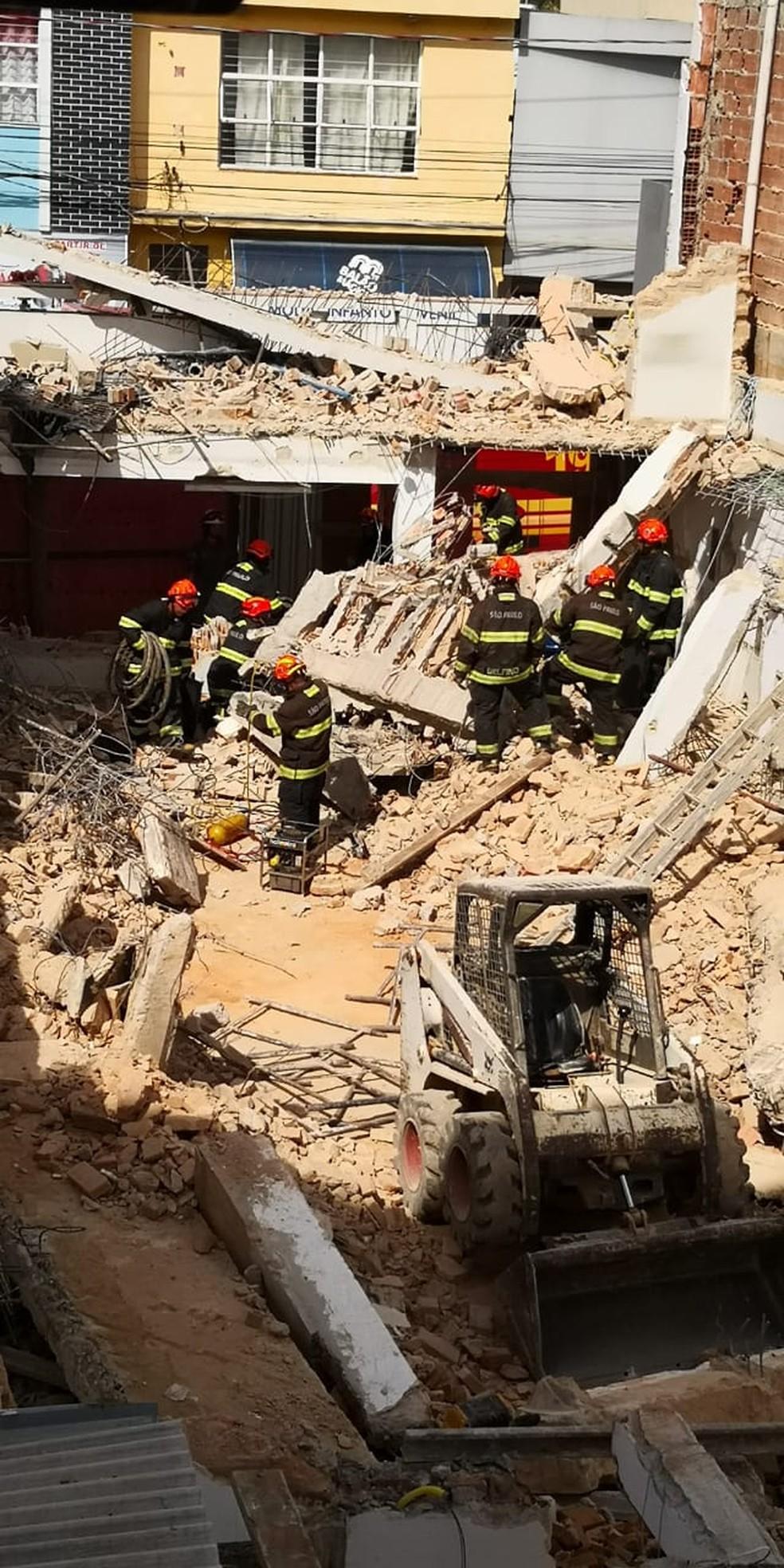 Trabalho de busca é realizado pelos bombeiros em São Roque (Foto: Igor Juan/Correio do Interior)