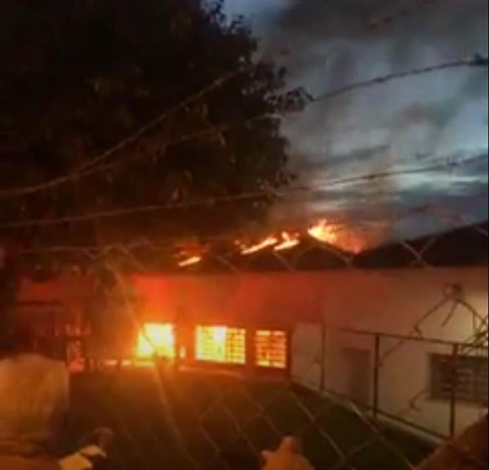 Incêndio atingiu cômodo onde funcionava berçário de creche em José Bonifácio — Foto: Arquivo Pessoal