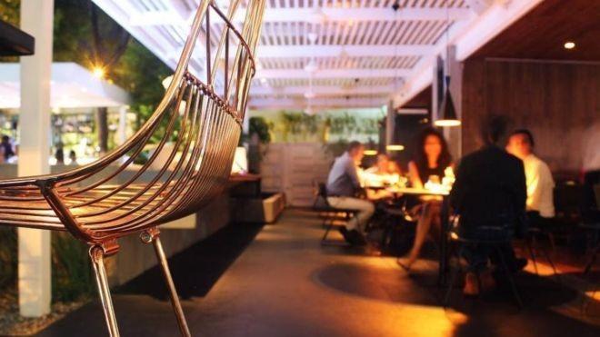 Em um país em crise, restam poucos lugares como o restaurante La Esquina (Foto: Divulgação)