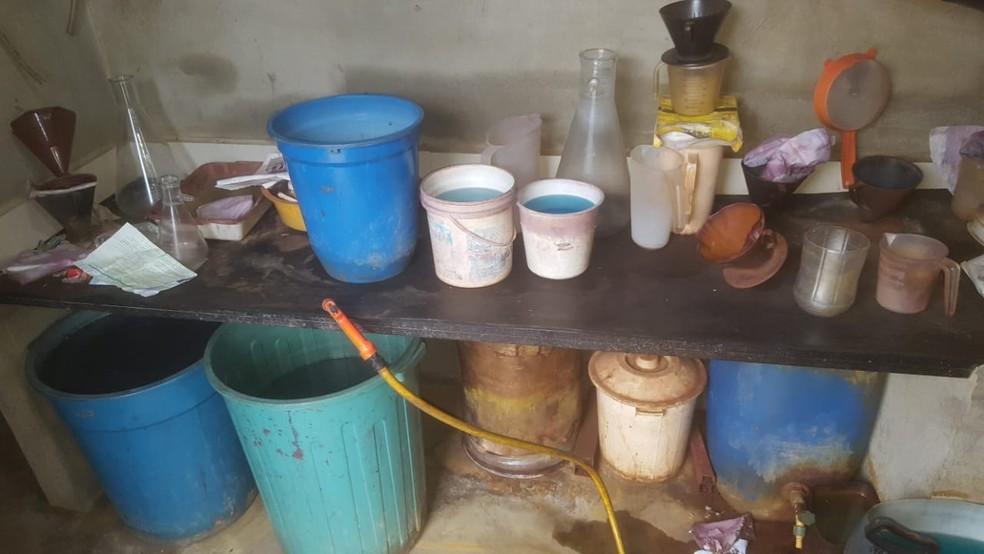 Materiais encontrados são utilizados para refinar o ouro — Foto: PF/Divulgação