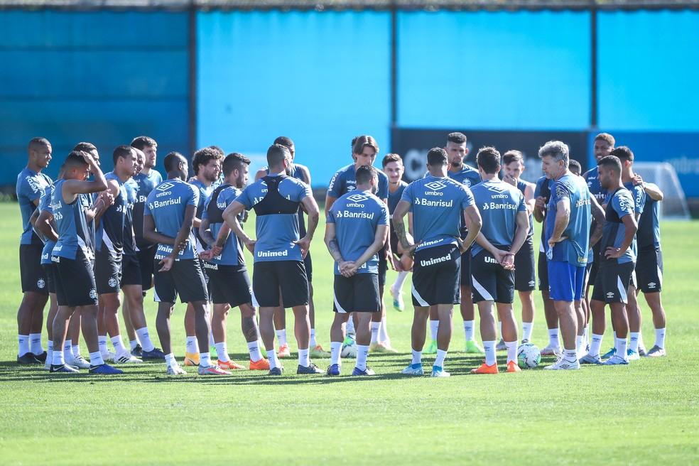Renato comanda o último treino do Grêmio — Foto: Lucas Uebel/Divulgação Grêmio