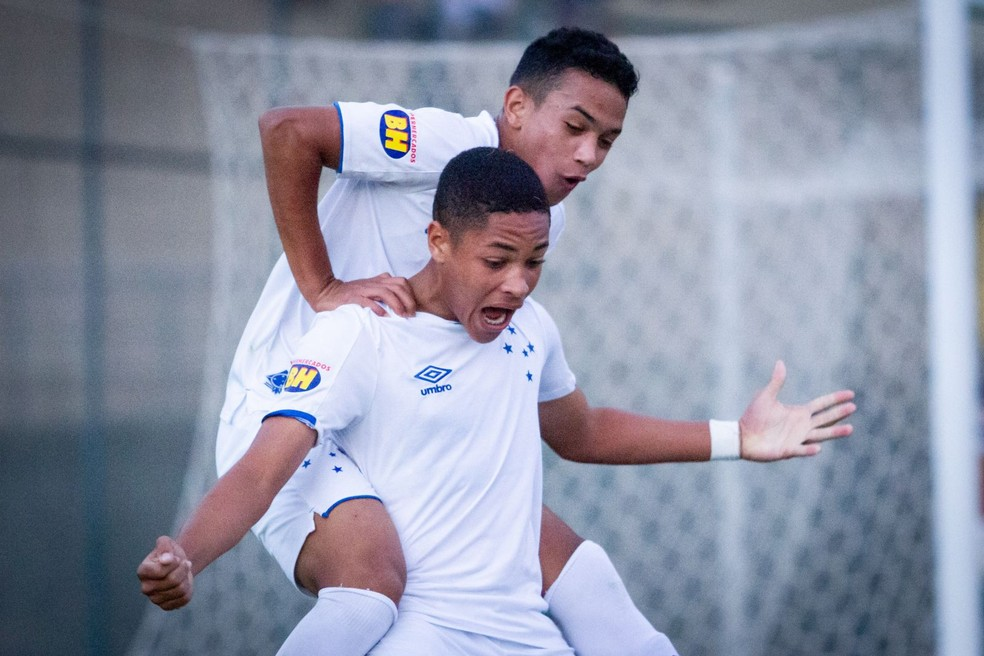 Vitor Roque comemora gol pelo Cruzeiro — Foto: Gustavo Aleixo/ Cruzeiro