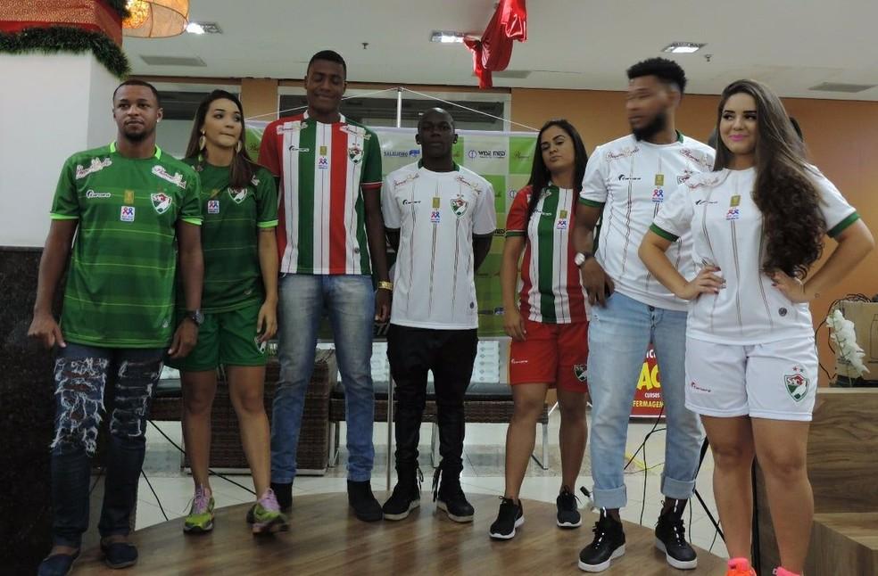 44837db479 Blog Futebolístico  Salgueiro apresenta uniformes que serão usados ...